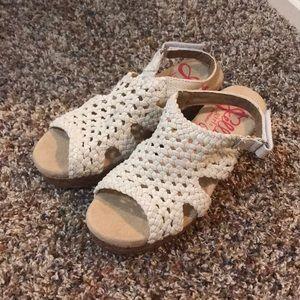 Super cute crocheted sandals!